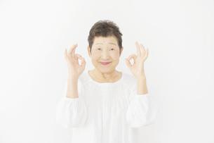 日本人シニア女性の写真素材 [FYI04758882]
