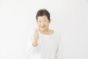 日本人シニア女性の写真素材 [FYI04758883]