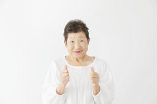 日本人シニア女性の写真素材 [FYI04758886]