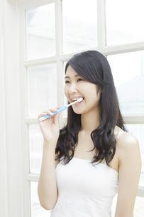 日本人女性の写真素材 [FYI04759014]