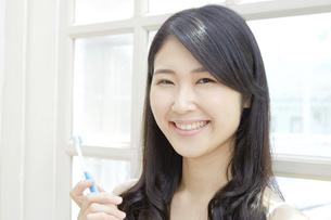 日本人女性の写真素材 [FYI04759016]