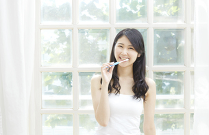 日本人女性の写真素材 [FYI04759020]