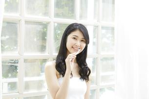 日本人女性の写真素材 [FYI04759022]