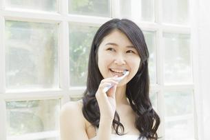 日本人女性の写真素材 [FYI04759025]
