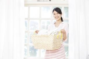 日本人女性の写真素材 [FYI04759041]