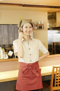飲食店店員の写真素材 [FYI04759070]