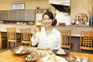 飲食店の客の写真素材 [FYI04759124]