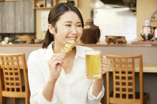 飲食店の客の写真素材 [FYI04759127]