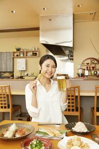 飲食店の客の写真素材 [FYI04759129]