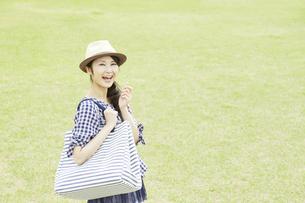 日本人女性の写真素材 [FYI04759233]