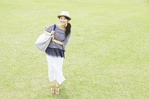 日本人女性の写真素材 [FYI04759236]