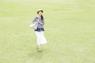 日本人女性の写真素材 [FYI04759237]