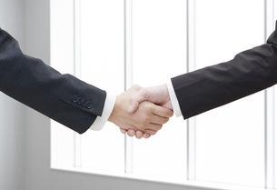 握手の写真素材 [FYI04759241]