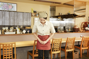 飲食店店員の写真素材 [FYI04759265]