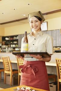 飲食店店員の写真素材 [FYI04759279]