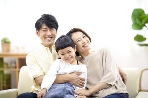 家族のポートレートの写真素材 [FYI04760076]