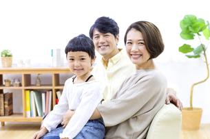 家族のポートレートの写真素材 [FYI04760703]