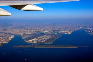 上空から羽田空港を一望の写真素材 [FYI04760888]