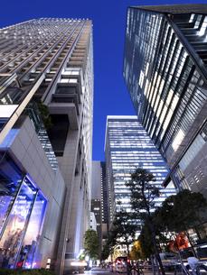 東京都 大手町のオフィスビル街の写真素材 [FYI04761771]