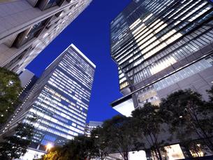東京都 大手町のオフィスビル街の写真素材 [FYI04761774]