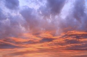 夕焼け雲の写真素材 [FYI04761912]