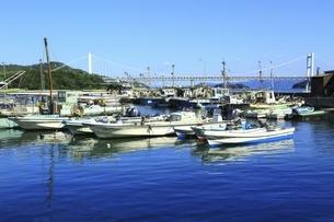 下津井漁港と瀬戸大橋の写真素材 [FYI04761964]