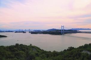 瀬戸大橋 夕景の写真素材 [FYI04761976]