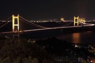 瀬戸大橋 ライトアップの写真素材 [FYI04761989]