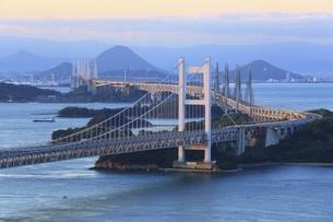 瀬戸大橋 朝景の写真素材 [FYI04761993]