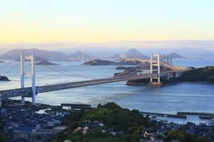 瀬戸大橋 朝景の写真素材 [FYI04761994]