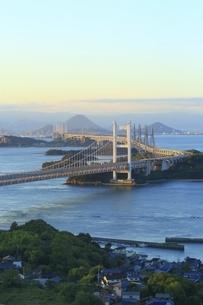 瀬戸大橋 朝景の写真素材 [FYI04761995]