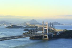 瀬戸大橋 朝景の写真素材 [FYI04761996]