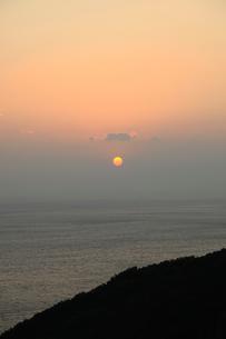 紀淡海峡と夕日の写真素材 [FYI04762907]