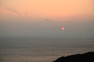 紀淡海峡と夕日の写真素材 [FYI04762908]