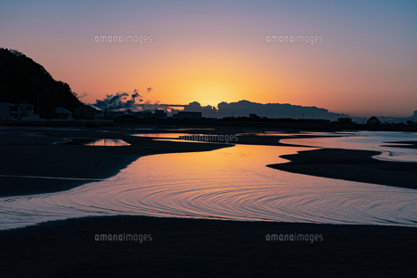 干潟の夜明けの写真素材 [FYI04763092]