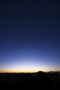 東京郊外の夜明けの写真素材 [FYI04763165]