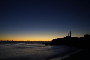 夜明けの犬吠埼灯台の写真素材 [FYI04763760]
