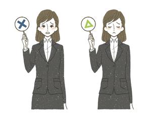 スーツの女性-バツ-三角-不正解のイラスト素材 [FYI04763865]