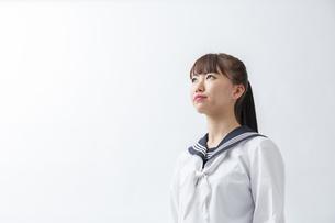 セーラー服を着た若い日本人の学生の写真素材 [FYI04764287]