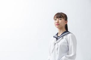 セーラー服を着た若い日本人の学生の写真素材 [FYI04764288]