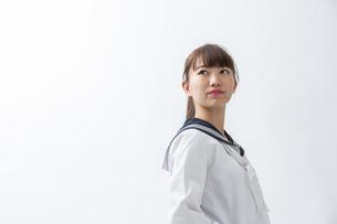 セーラー服を着た若い日本人の学生の写真素材 [FYI04764289]