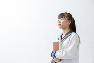セーラー服を着た若い日本人の学生の写真素材 [FYI04764291]