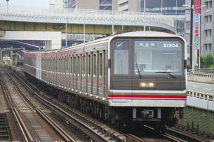 大阪メトロの20系普通電車の写真素材 [FYI04765180]