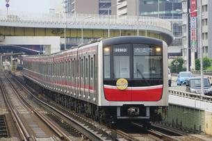 大阪メトロの30000系普通電車の写真素材 [FYI04765181]