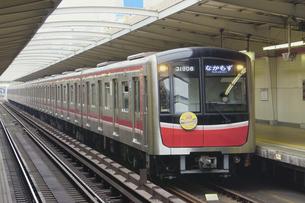 大阪メトロの30000系普通電車の写真素材 [FYI04765182]