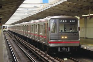 大阪メトロの20系普通電車の写真素材 [FYI04765183]