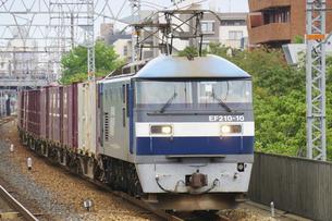 JR神戸線のEF210貨物列車の写真素材 [FYI04765296]