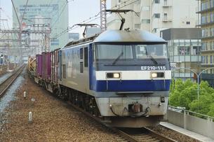 JR神戸線のEF210貨物列車の写真素材 [FYI04765325]