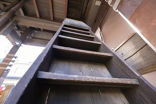 【埼玉県川越】時の鐘の木造の階段【2020の写真素材 [FYI04765506]