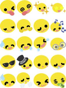 キュートな表情の黄色の顔文字アイコン ー喜びと笑顔ーのイラスト素材 [FYI04765780]
